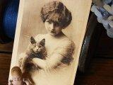 アンティークポストカード 少女と黒い猫