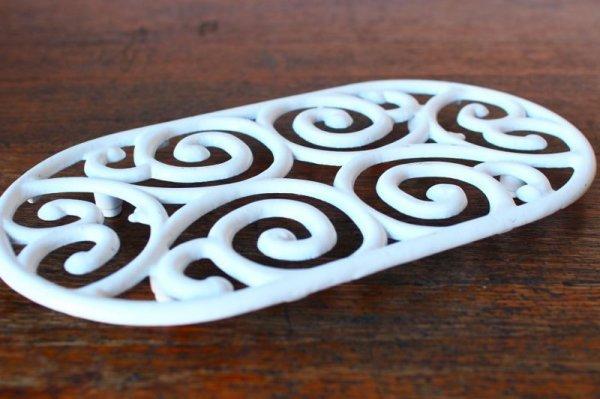 画像1: アンティーク アイアントリベット(鍋敷き) 白 Lサイズ