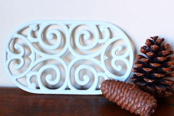 画像2: アンティーク アイアントリベット(鍋敷き) 白 Lサイズ