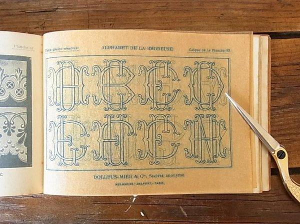 画像4: アンティーク DMC刺繍図案『Alphabet de la Brodeuse』