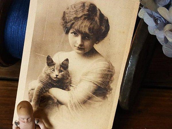 画像1: アンティークポストカード 少女と黒い猫